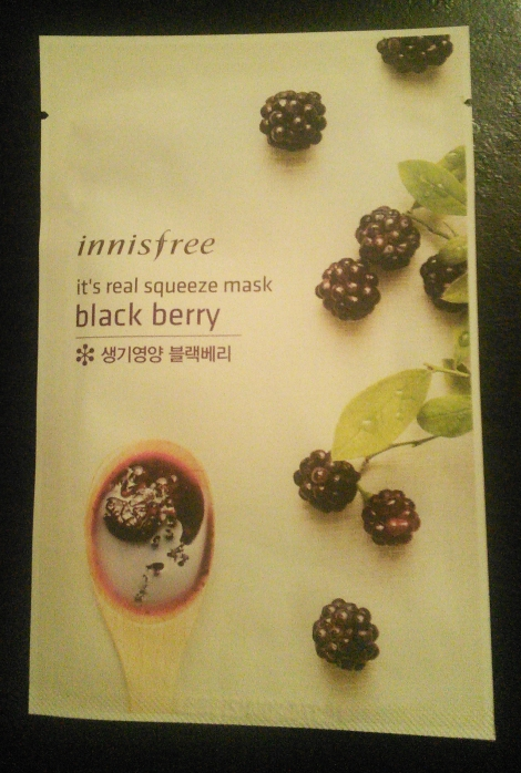Innisfree It's Real Squeeze Mask in Black Berry