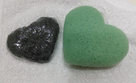 Dry and wet konjac sponge comparison