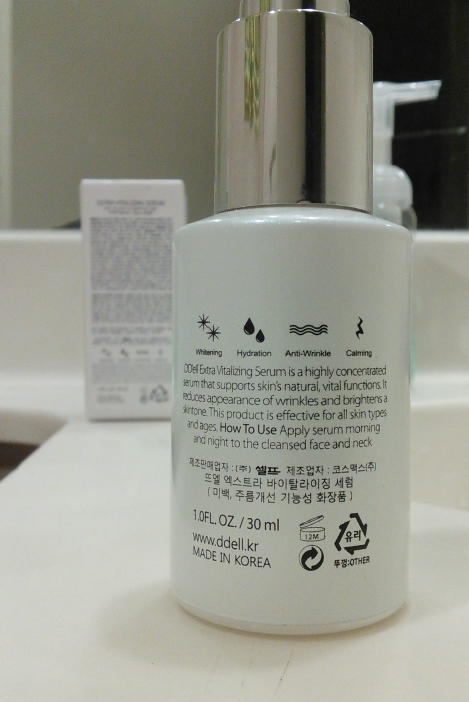 Closeup of back of DD'ell Extra Vitalizing Serum bottle