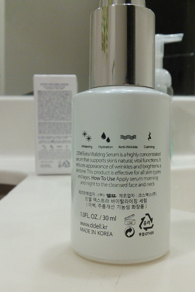 Closeup of back of DD'ell Extra Vitalizing Serum bottle