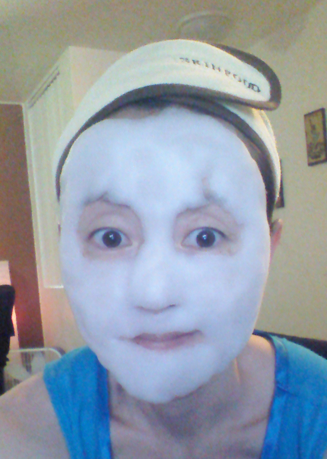 After applying Su:m37 White Award Bubble Detox Mask