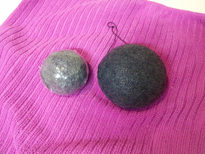 Dry vs. wet konjac sponge