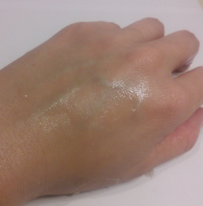 Hand cleansed with illi Total Aging Care Cleansing Oil