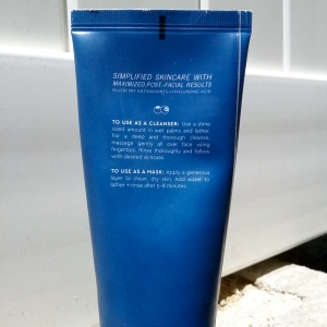 Glow Recipe Blueberry Bounce Gentle Cleanser back of tube